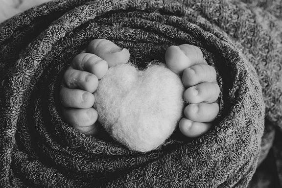 Detalle de los píes de un recién nacido