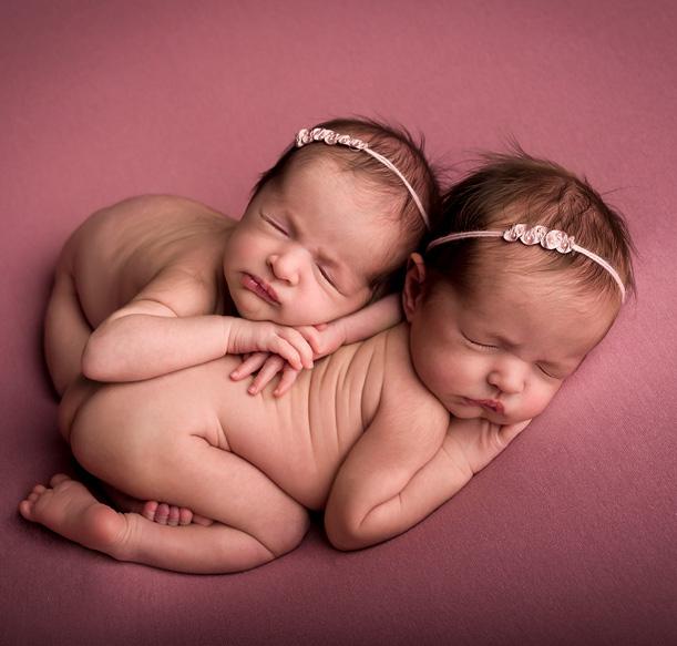 Sesión de fotos de recién nacidos gemelares
